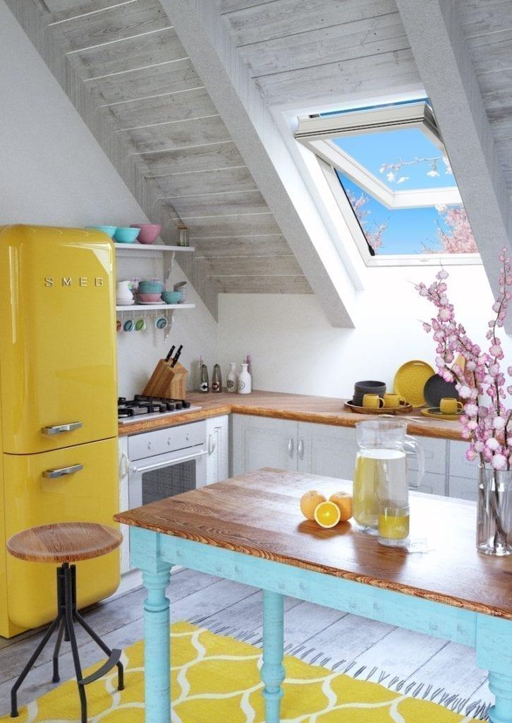 7-726x1024 Jakie dachowe okno obrotowe wybrać - drewniane czy PVC?