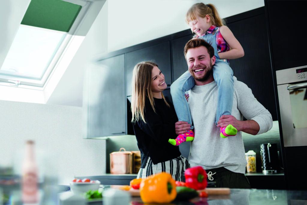 rodzina_kuchnia-1024x685 Aranżacja kuchni na poddaszu